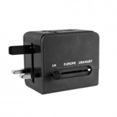 Leon Travel Adapter
